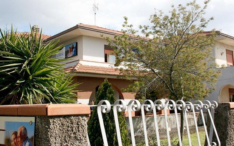 Esterno casa famiglia villa sorriso catania