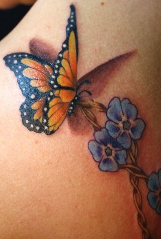 tatuaggio farfalla realistico