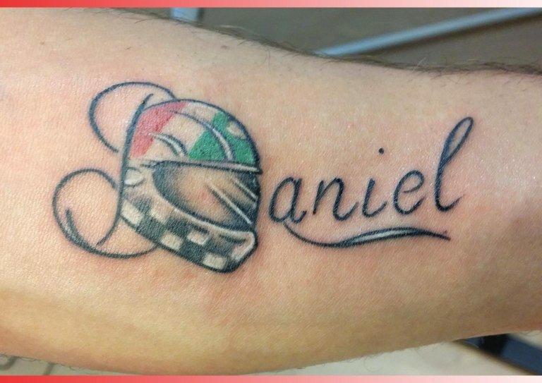 tatuaggi scritte nome casco