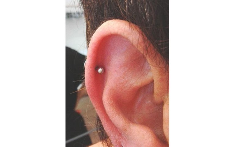 helix piercing orecchio