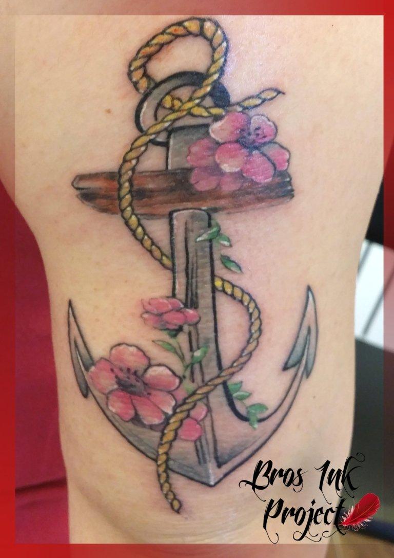 tattoo ancora e fiori