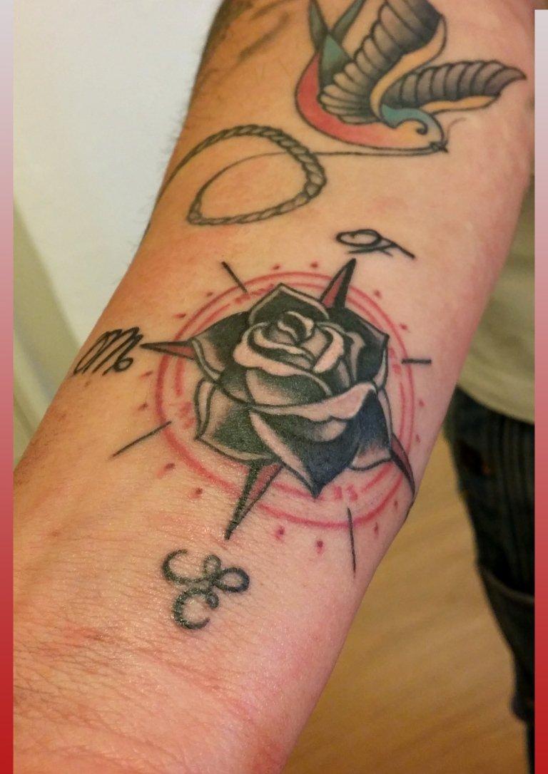 Tatuaggi stilizzati old school milano segrate san for Bussola tattoo significato