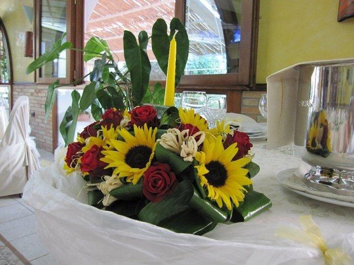 Decorazioni floreali con girasoli
