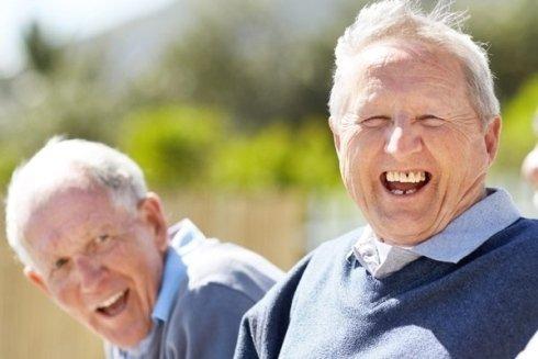 Anziani divertiti