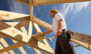 Professional builder in Platteville building a wooden roof