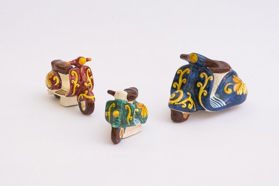 Vespe decorate in ceramica