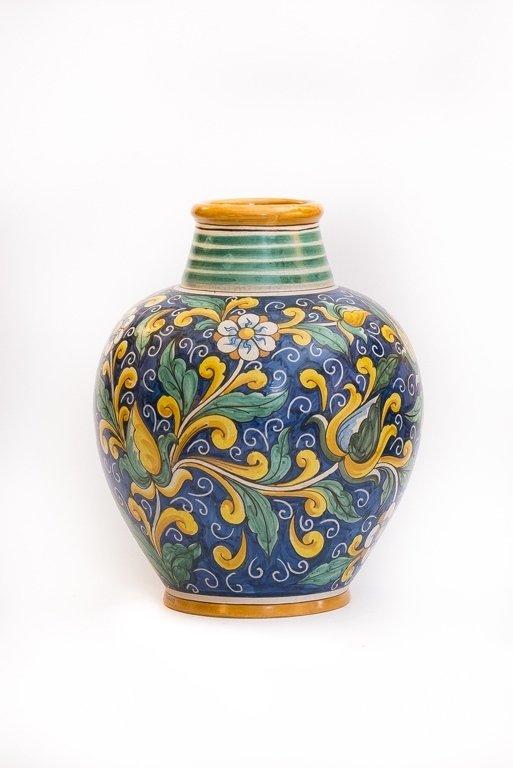 Vaso blu con decorazioni