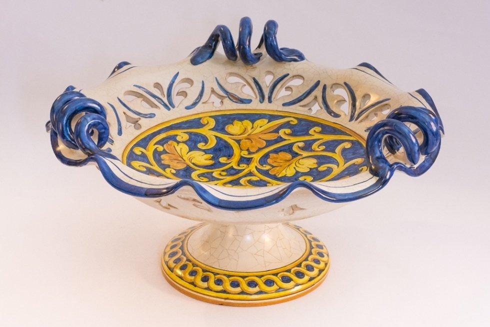 alzata in ceramica blu traforata