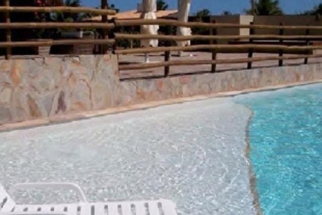 Quartzite for pool areas