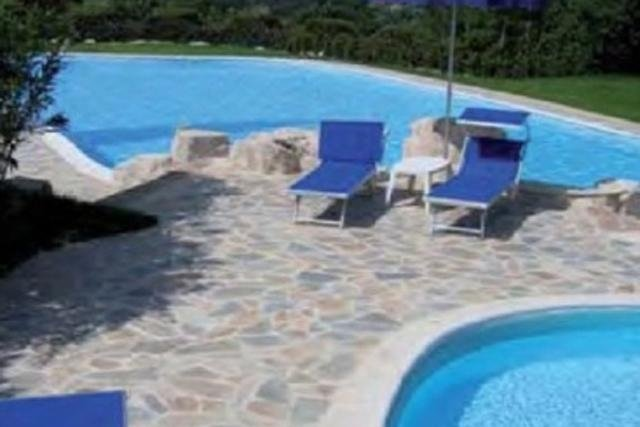 Quartzite paving for the poolside
