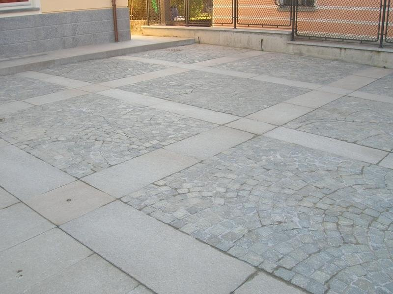Cobblestones and large tiles