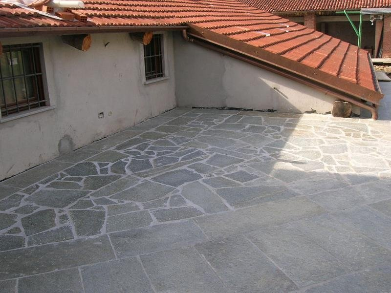 Mixed crazy paving in various measurements