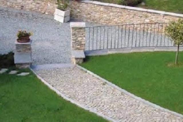 Pavés en pierre pour les chemins