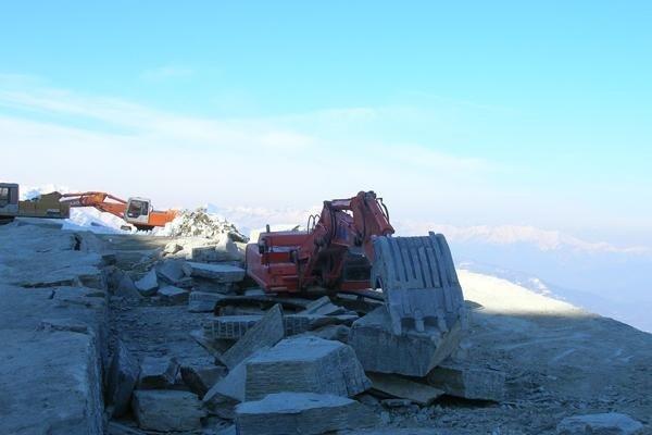 Equipment for debris transport