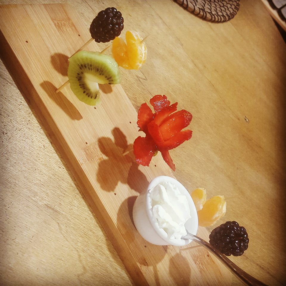 delizie di cuori e rose di frutta varia per San Valentino