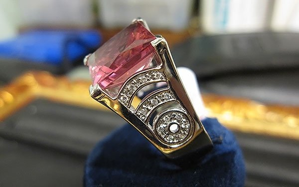 anello oro bianco e gemma