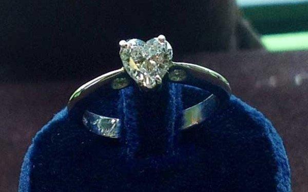 rif. A148 - anello platino con diamante
