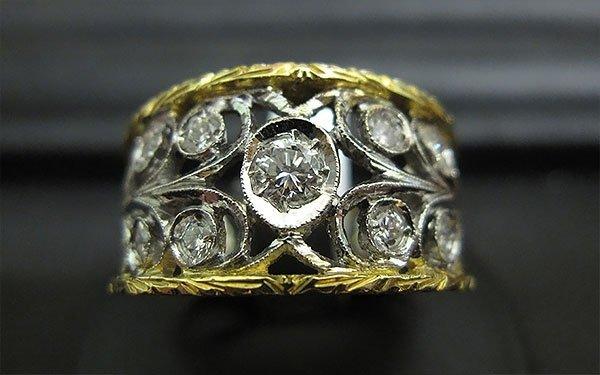 anello dorato traforato