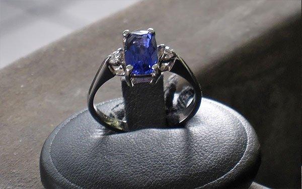 anello con tanzanite
