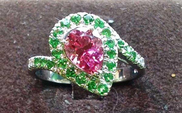 rif. A147 - anello spinello rosa