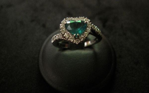 anello cuore smeraldo