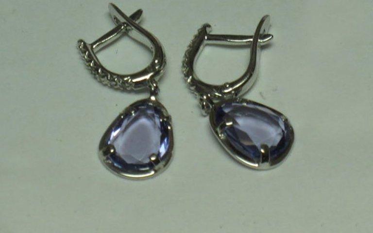 orecchini pendenti  con tanzanite