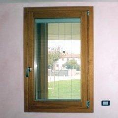finestra con veneziana