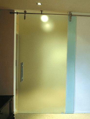 Installazione di vetrate scorrevoli