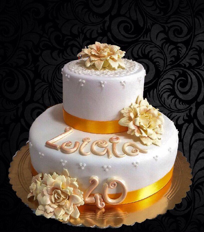 torta con scritto LUIGIA