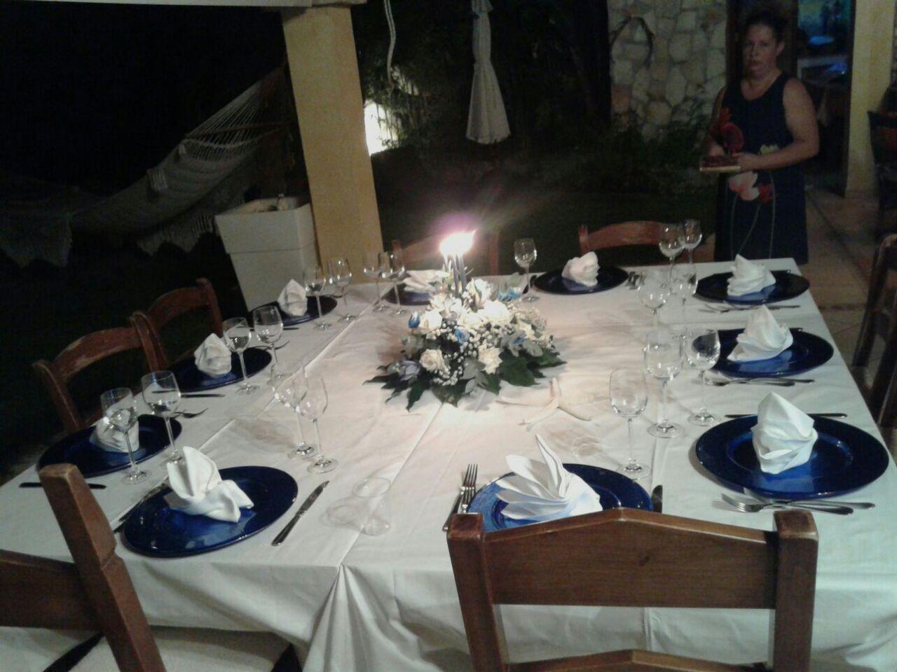 tavolo apparecchiato