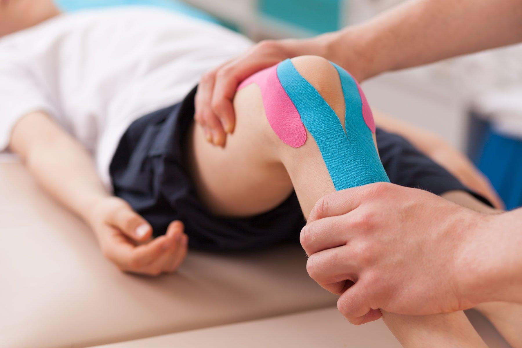 L'utilizzo di tecniche manuali si affianca allo sfruttamento di apparecchiature elettromedicali, particolarmente indicate per la stimolazione e il risveglio dei muscoli