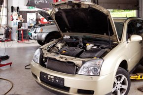 iCar repairs  - Guildford, Surrey  - Kingfisher Cars - Car engine