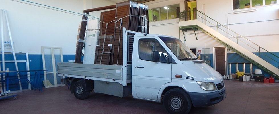 il nostro mezzo per il trasporto serramenti ed infissi