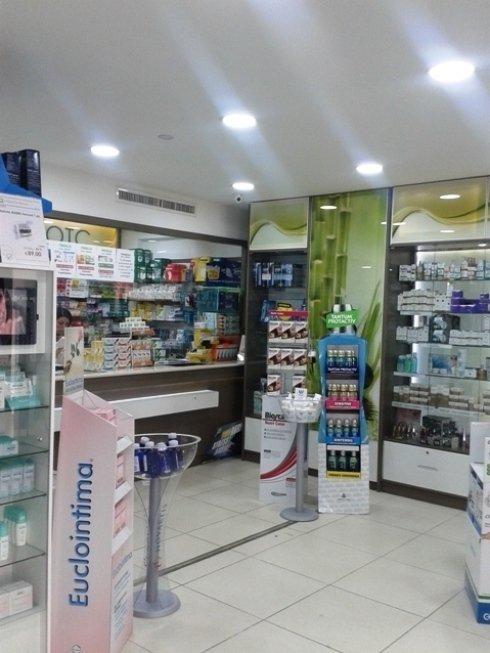 L'interno della Farmcia Melillo