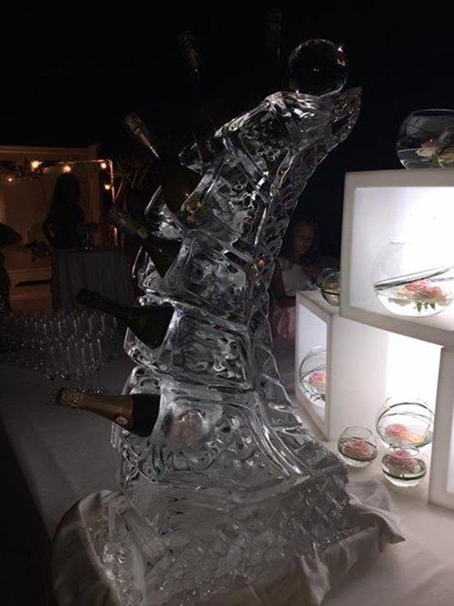 bottiglie di spumante in ghiaccio alimentare in blocchi
