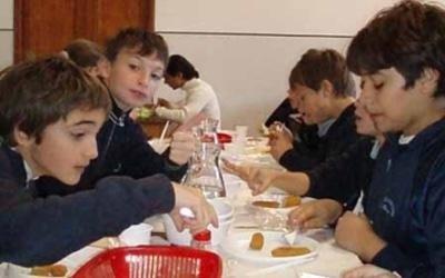 degli alunni in mensa