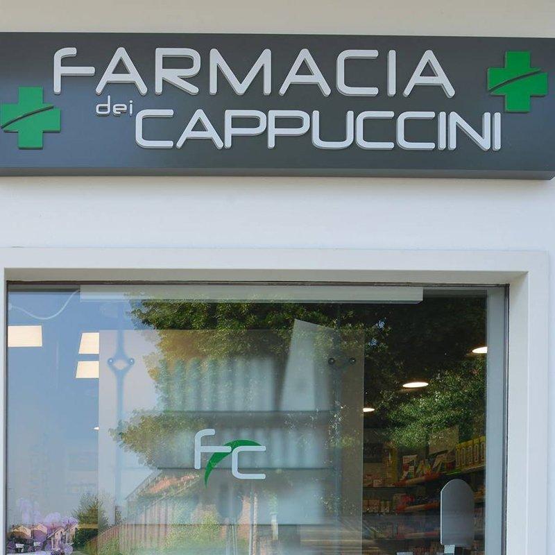 vista frontale della farmacia dei cappuccini