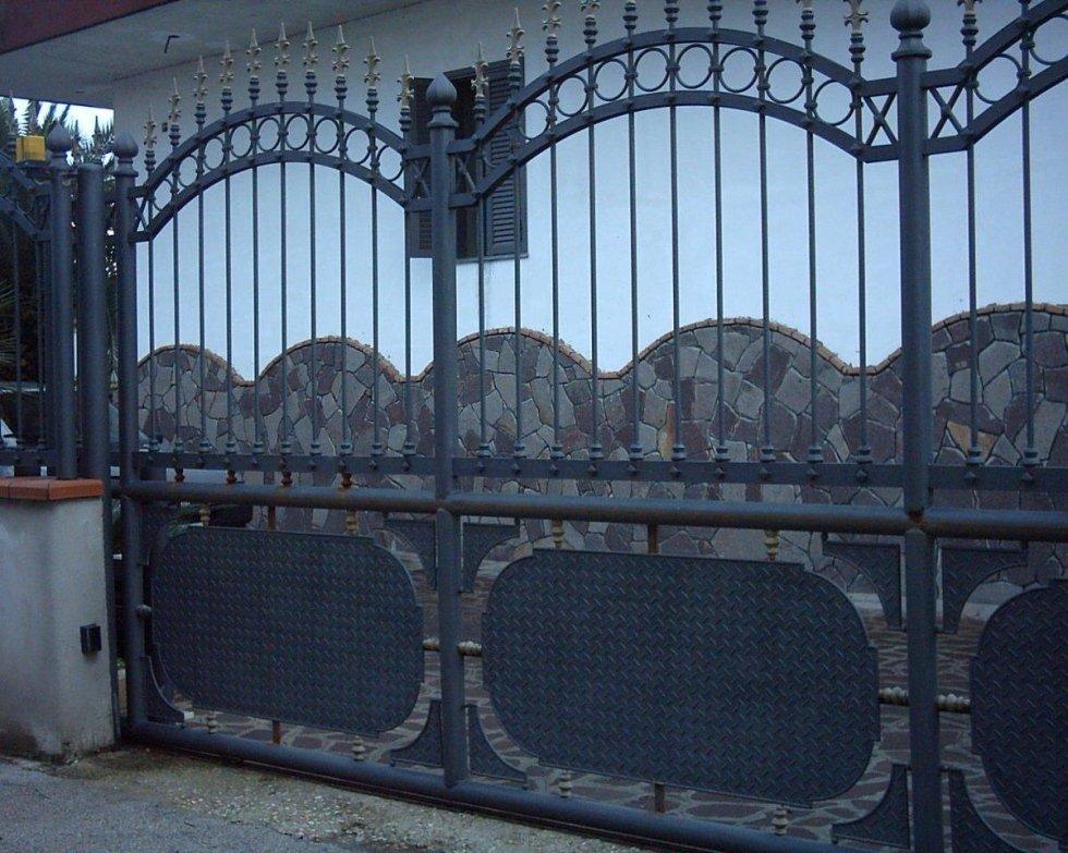 Cancello scorrevole in ferro battuto