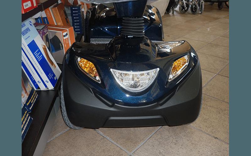 vista frontale scooter elettrico