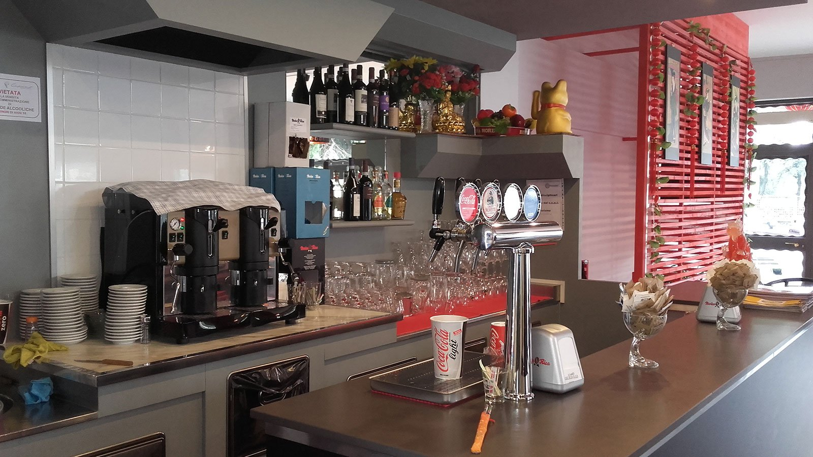 vista dell'angolo bar in un ristorante
