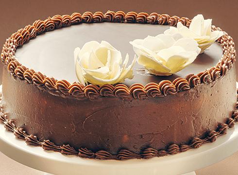 torta al cioccolato con sfoglia a forma di rose