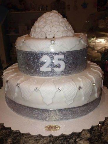 torta di compleanno per i 25 anni
