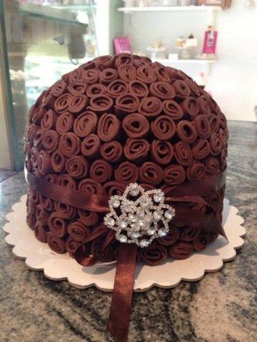 torta al cioccolato con rose