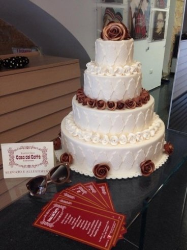 torta su piu piani bianca