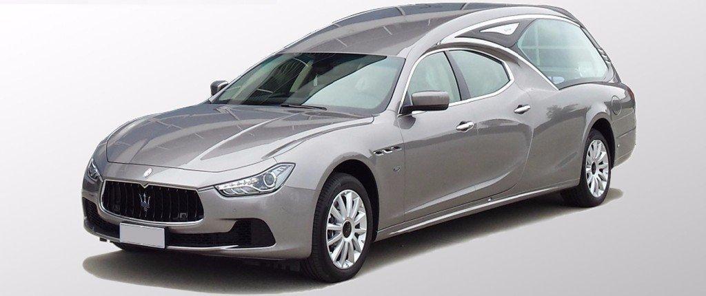 auto-funebre Maserati grigia