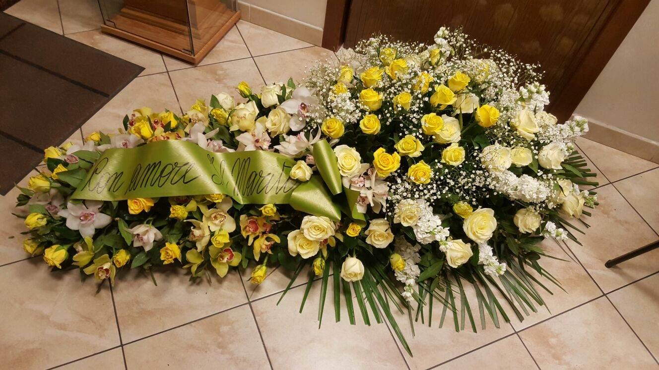 copri-bara giallo e bianco rose ed orchidee