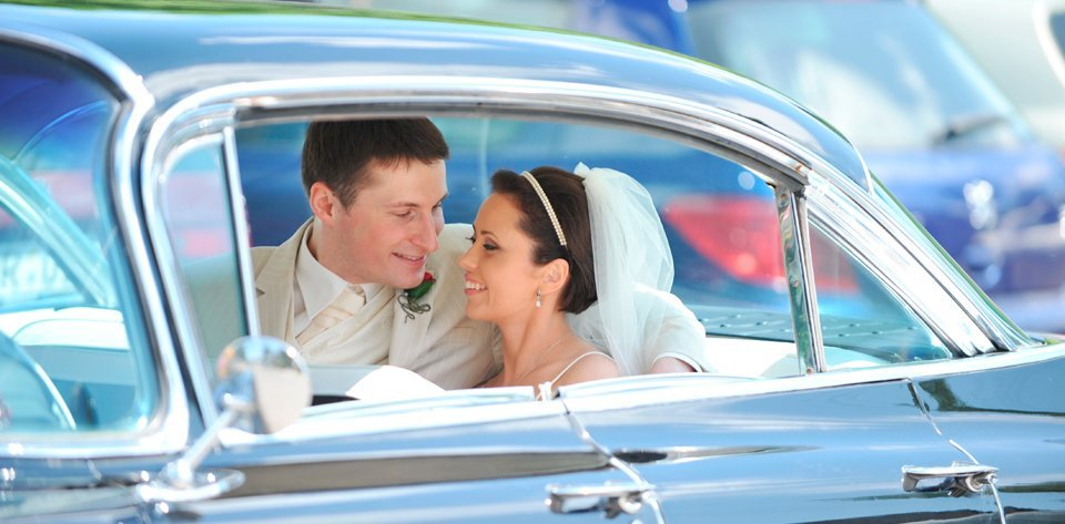 newly weds in the car