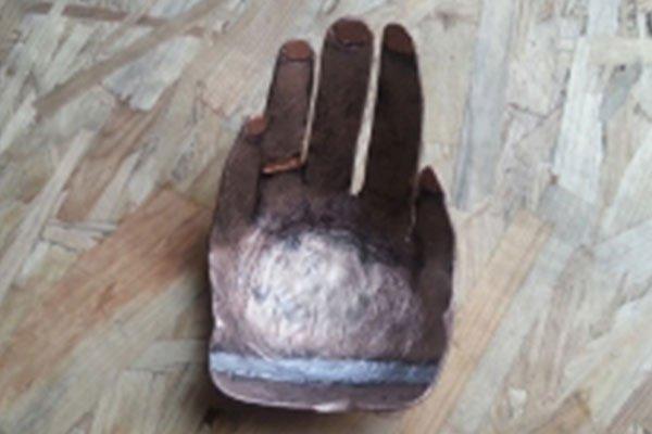 una sagoma di una mano