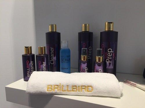 delle bottigliette di cleanser, scrub e prep della marca Brillbird