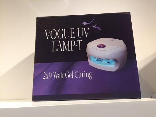 un depliant con scritto Vogue Uv lamp -T